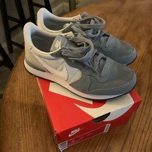 Nike size 7 women's shoes